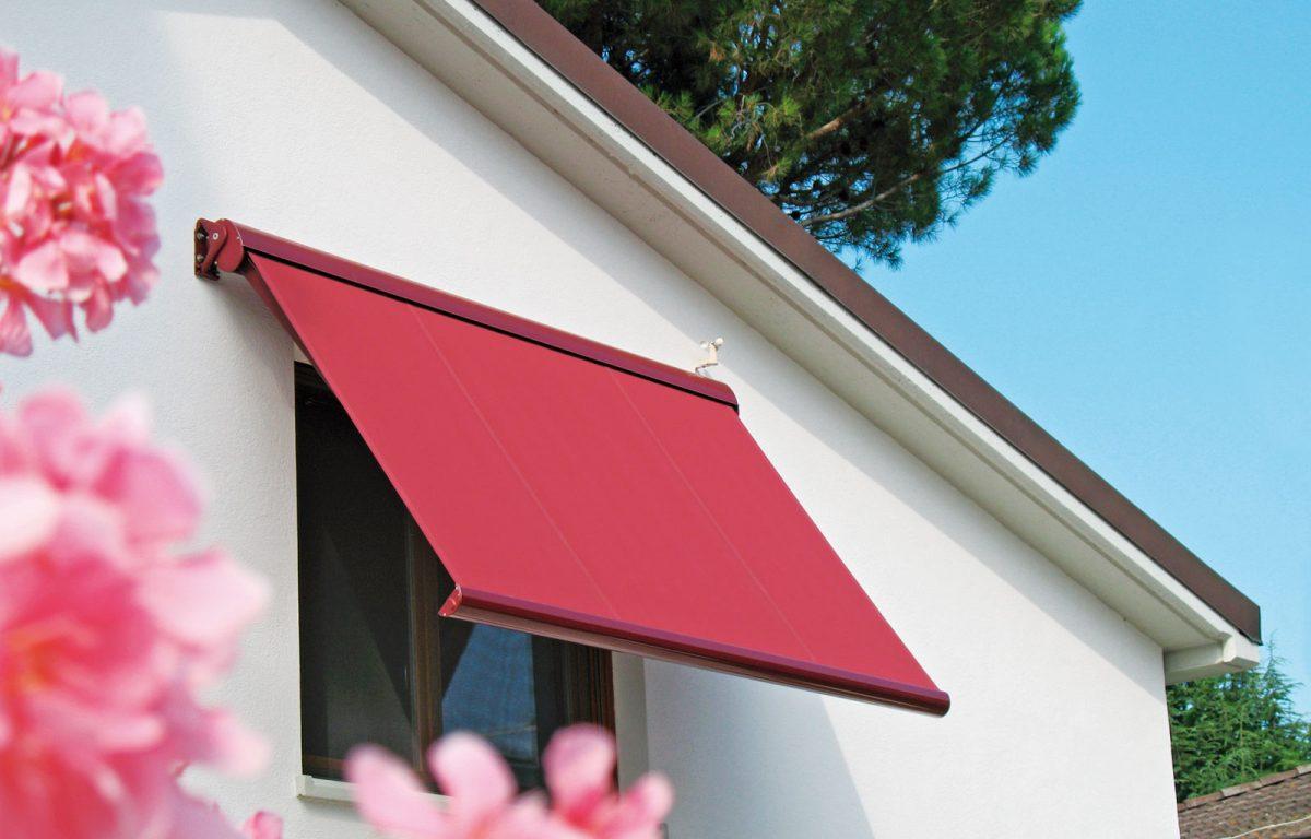 La tenda da sole Ellisse per la protezione esterna delle finestre
