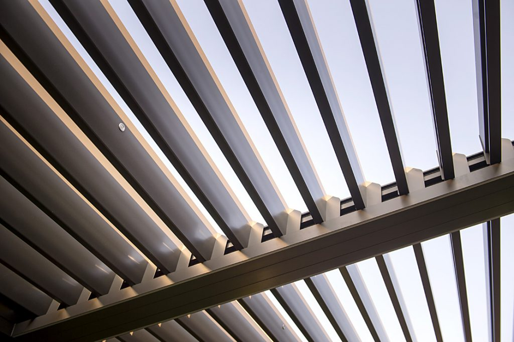 Bioclimatic pergolas with adjustable sunscreen blades