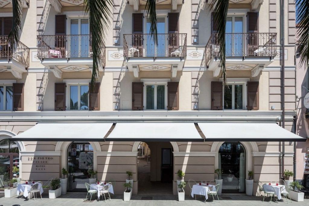 Tende da Sole Pratic a bracci all'Hotel S. Pietro Palace