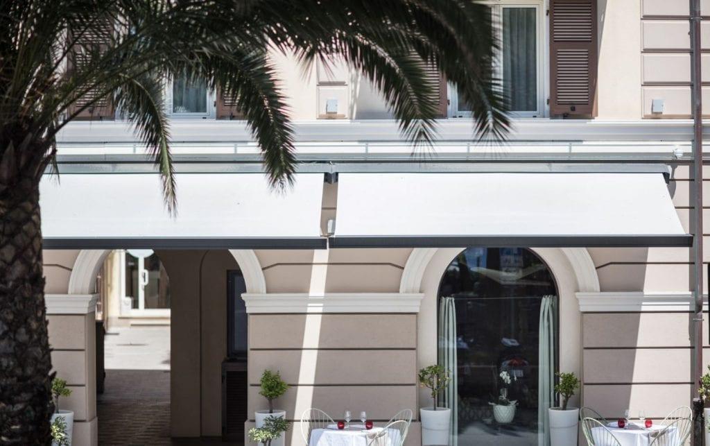 Markisen aus Acrylgewebe bei Finale Ligure Italia installiert