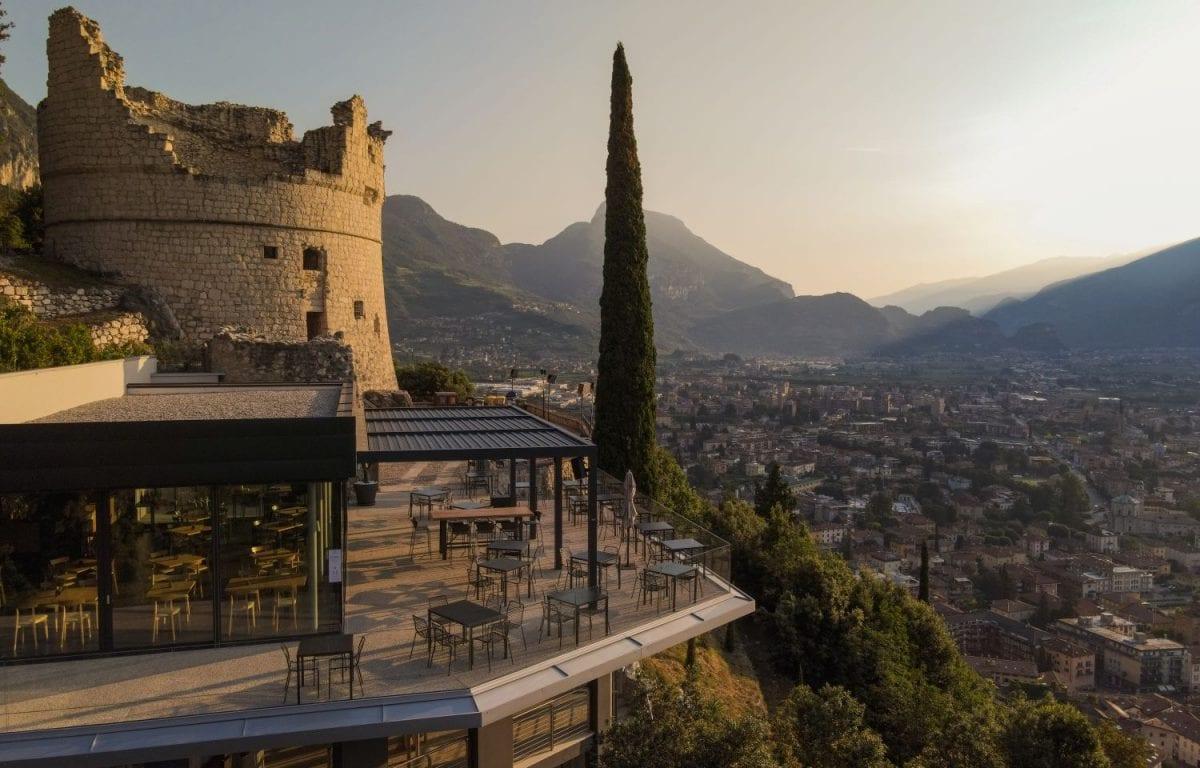 Bioclimatic pergolas Brera by Pratic installed at Bastione Lounge & Restaurant in Riva del Garda