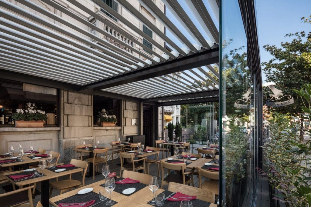 "Pergola bioclimatica per il ristorante ""L'Aquila Nera"" a Udine"