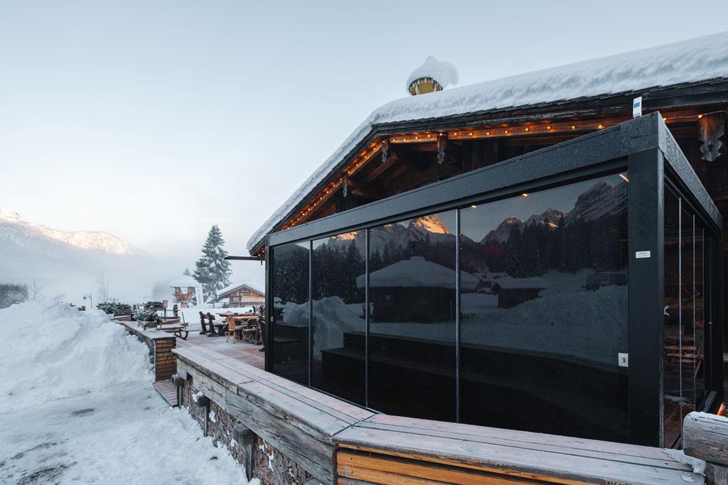 Brera, Pratic bioklimatische Pergola mit einstellbaren Lamellen und Schneesensor