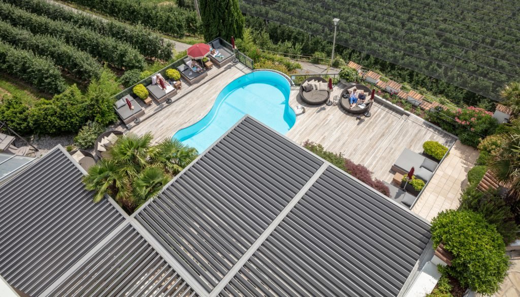 Bioklimatische Pergola Vision für Hotelschwimmbäder